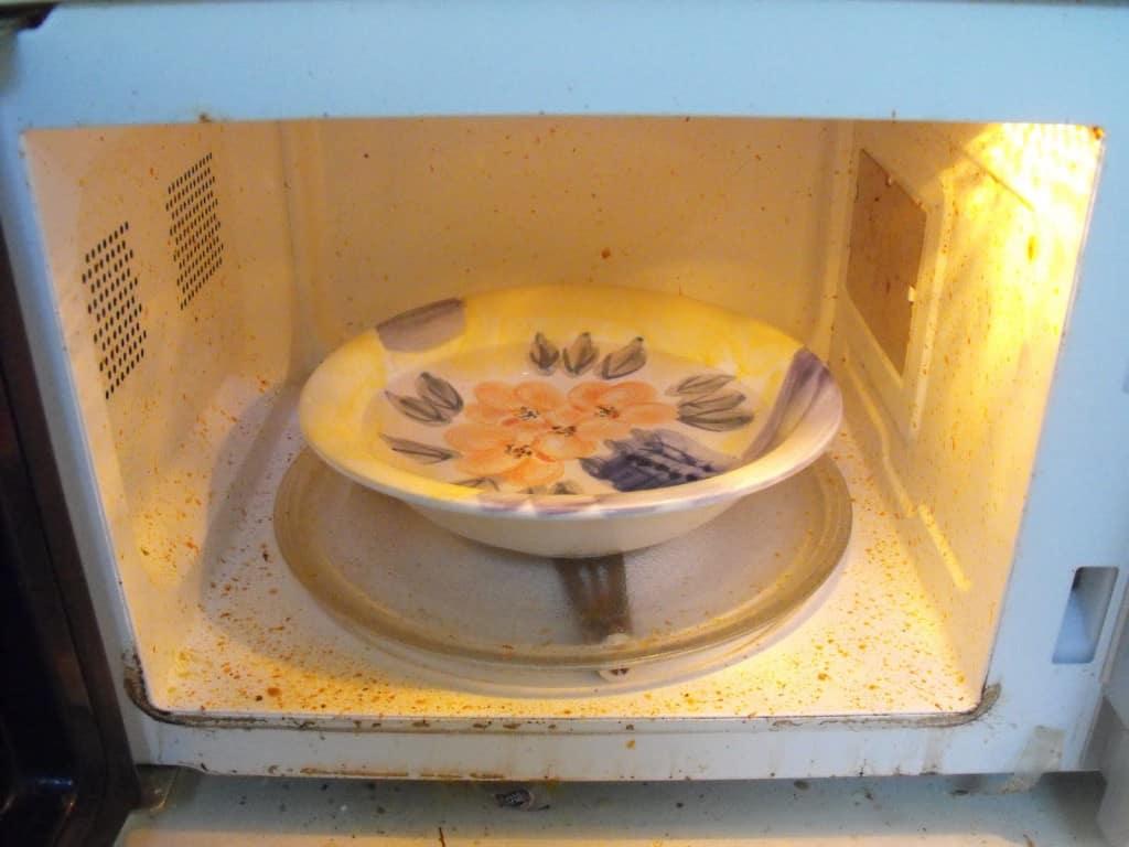 inside of dirty microwave