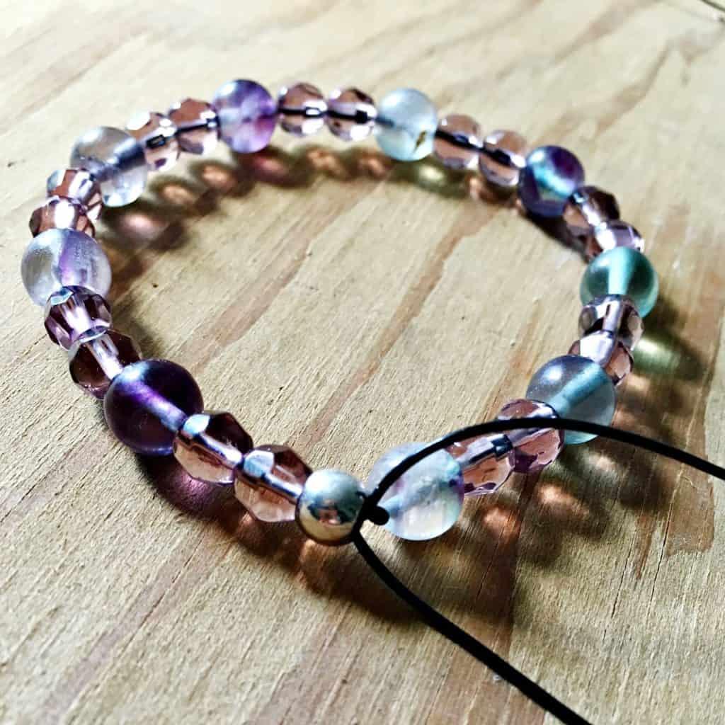diy stretchy beaded bracelet