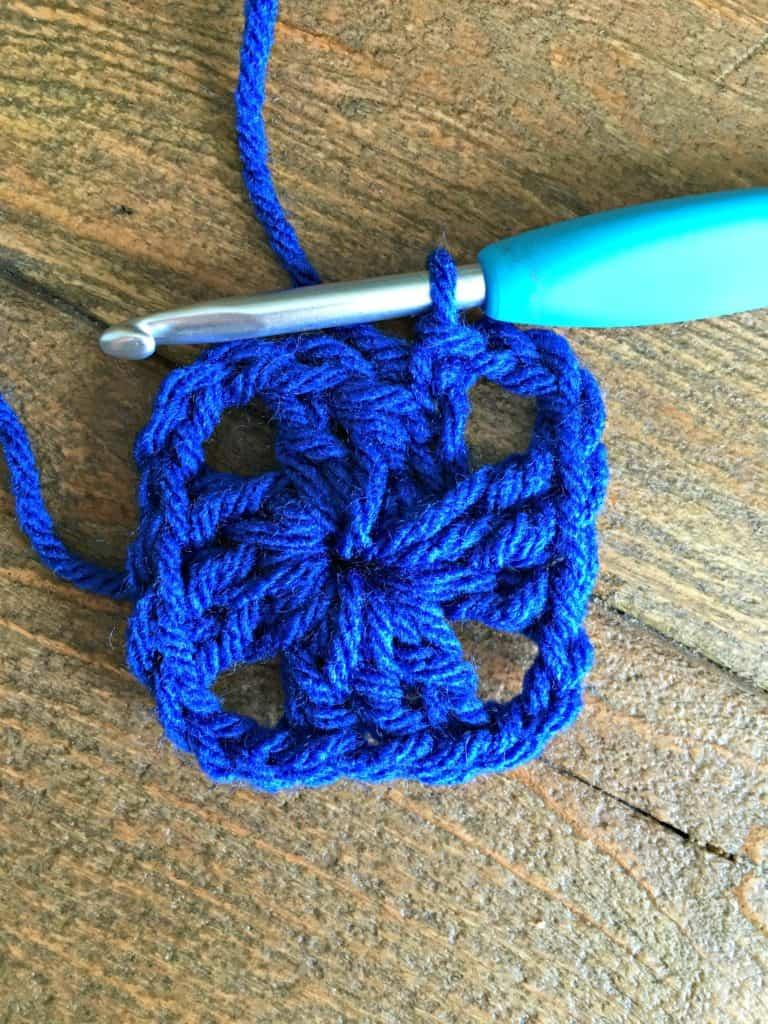 crochet granny square 2