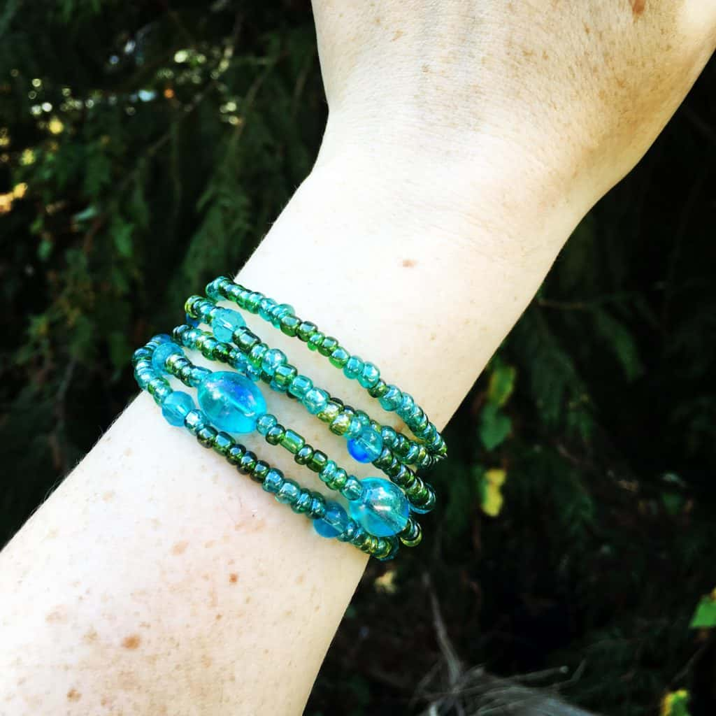 blue and green bead memory wire bracelet diy