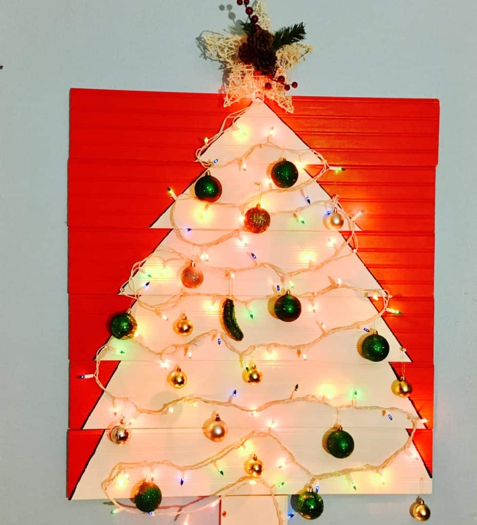 Renter friendly christmas tree tutorial crafty little gnome go grab yourself a cup of hot cocoa and turn on the christmas tunes lets make a fun renter friendly christmas tree solutioingenieria Choice Image