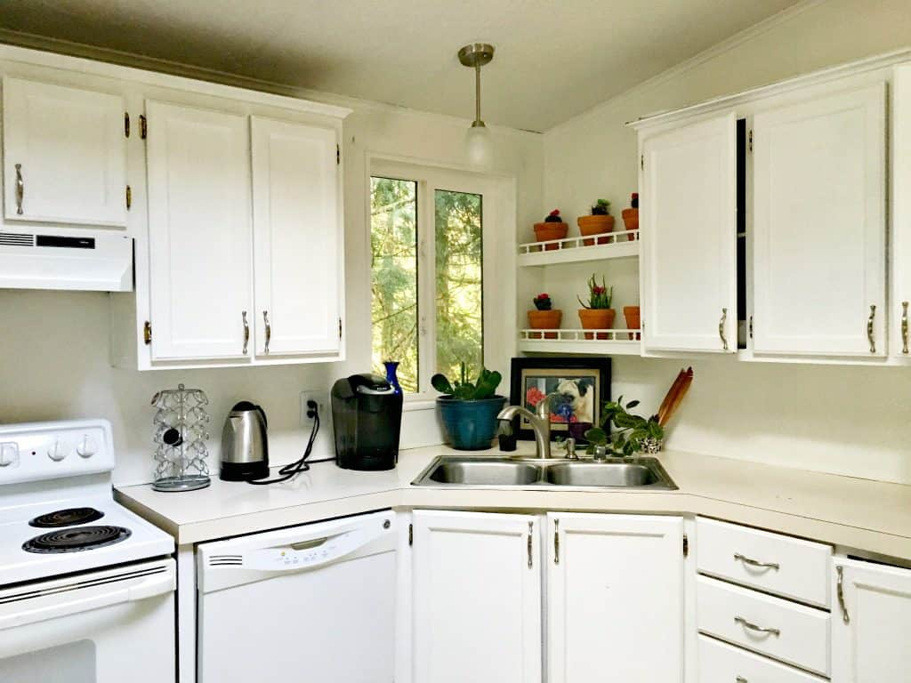 The Best Way To Clean Your Kitchen Cabinets