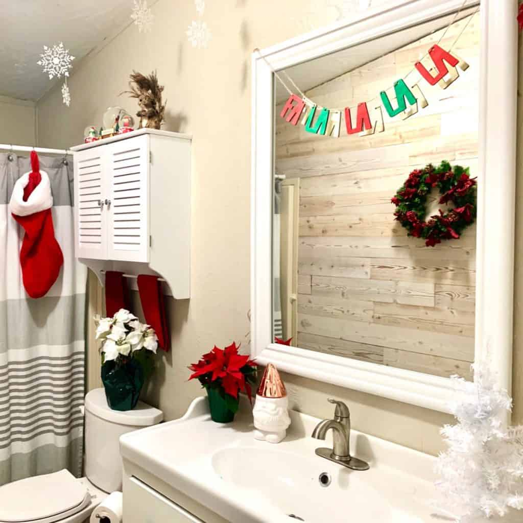 Christmas Bathroom Decorating Ideas That Are Cheap And Easy