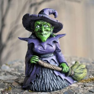 witch garden gnome