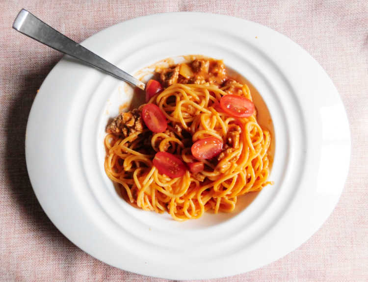 spaghetti pasta sauce in white bowl